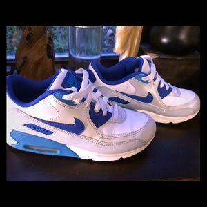 Retro Nike Air Max sneakers 👟